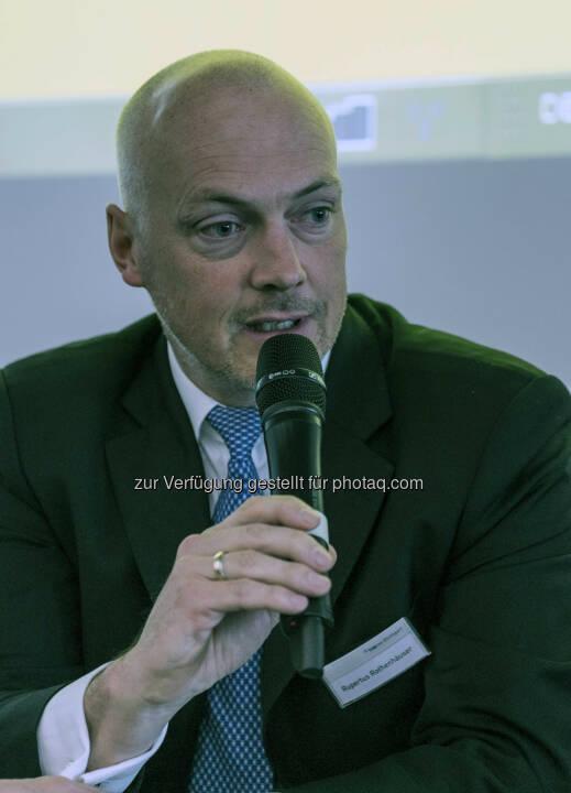 Rupertus Rothenhäuser von der Börse Stuttgart während der Diskussionsrunde zur Buchlesung von Jens Korte (Bild: Messe Stuttgart)
