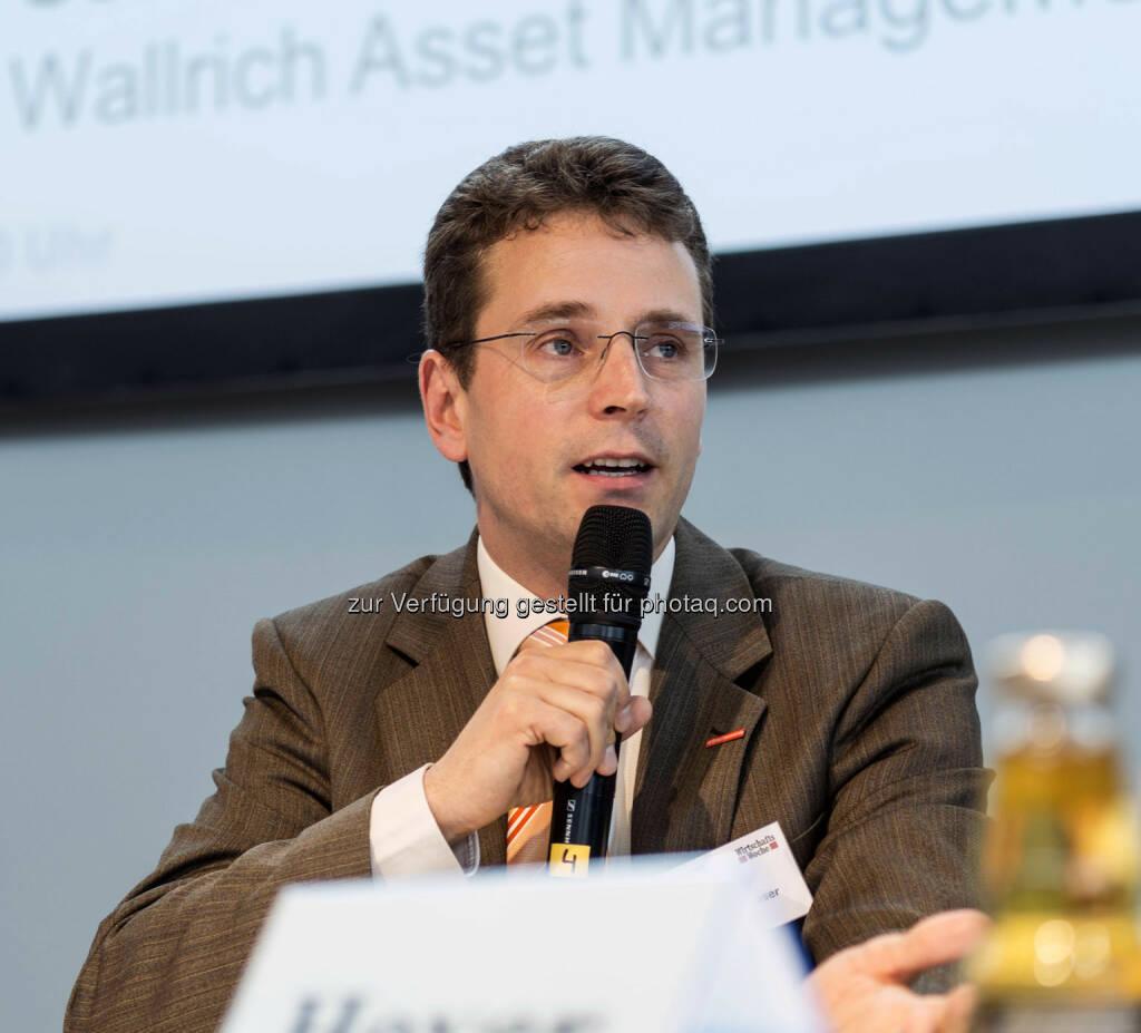 Finanzexperte Niels Nauhauser von der Verbraucherzentrale Baden-Würrtemberg während seines Vortrages des Veranstalters Verlagsgruppe Handelsblatt (Bild: Messe Stuttgart) (11.04.2014)