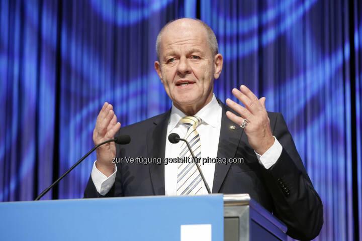 Ulrich Kromer (Messe Stuttgart) bei der Eröffnung der Invest 2014 (Bild: Messe Stuttgart)