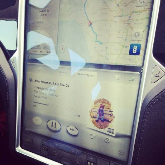 On the way home. John Newman is the DJ. And he's doing a great job. # tesla, © Elisabeth Oberndorfer (13.04.2014)