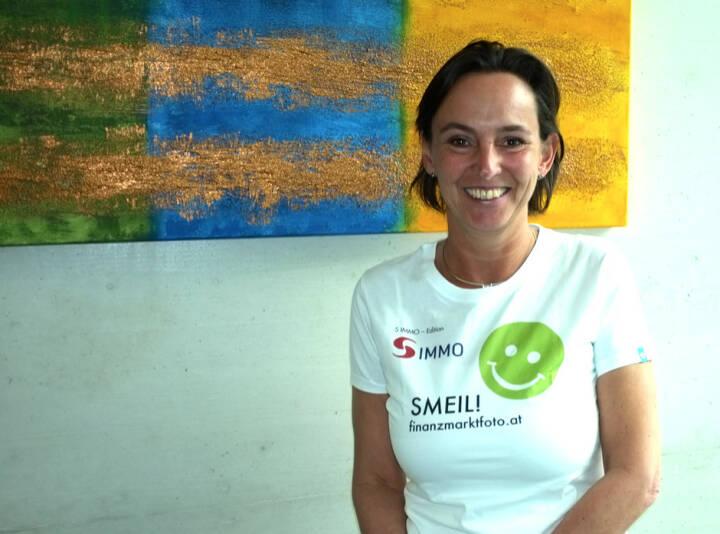 Alexandra Bolena Smeil (Shirt in der S Immo-Kollektion)