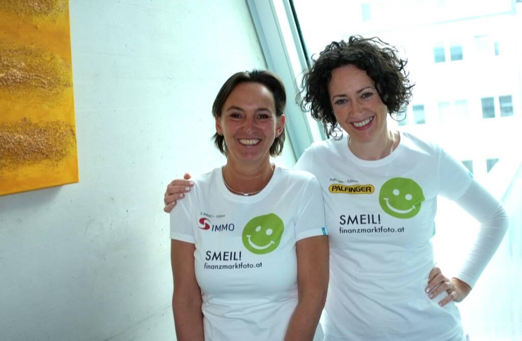 susannelederer.com Smeil: Alexandra Bolena, Susanne Lederer (Shirts in der S Immo-bzw. Palfinger-Kollektion) (13.04.2014)