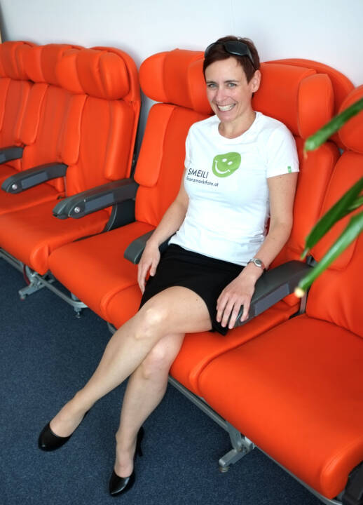 Orange Couch Smeil: Andrea Hansal