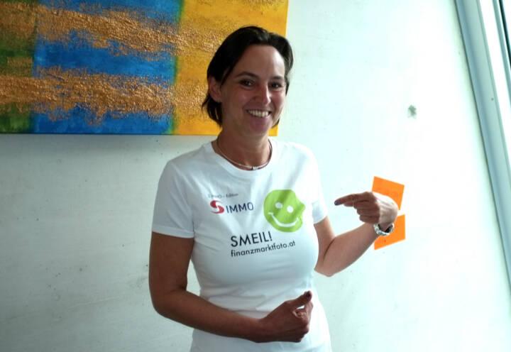 Alexandra Bolena Smeil (Shirt in der S Immo-Kollektion, mehr unter http://finanzmarktfoto.at//page/index/1184 )