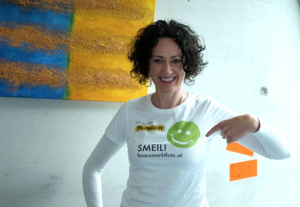 Susanne Lederer Smeil (Shirt in der Palfinger-Kollektion, mehr unter http://finanzmarktfoto.at//page/index/1184 ) (13.04.2014)