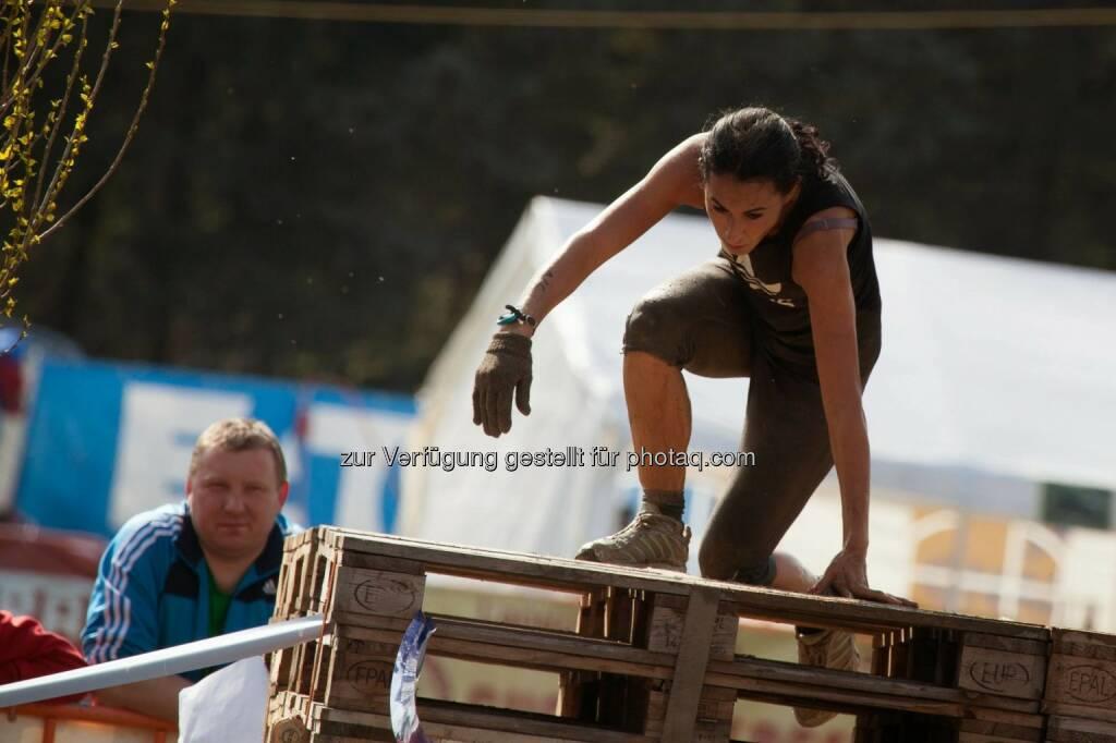 Suzan Aytekin, Journalistin, Lifestyle-Expertin beim Jump Gatsch Enten Crosslauf in Großmeiseldorf, © Andreas Kalchbrenner, Onzoone MediaCommunications GmbH (14.04.2014)