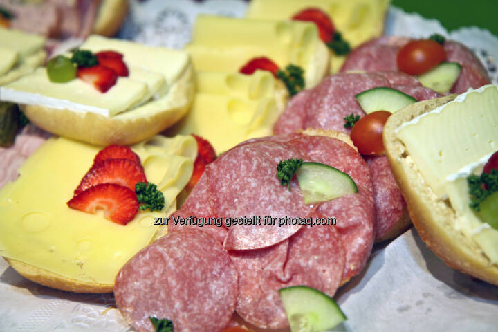 Brötchen, Salami, Käse