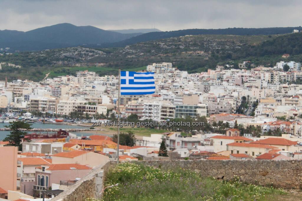 Griechenland, Fahne, Stadt, © Martina Draper (15.04.2014)