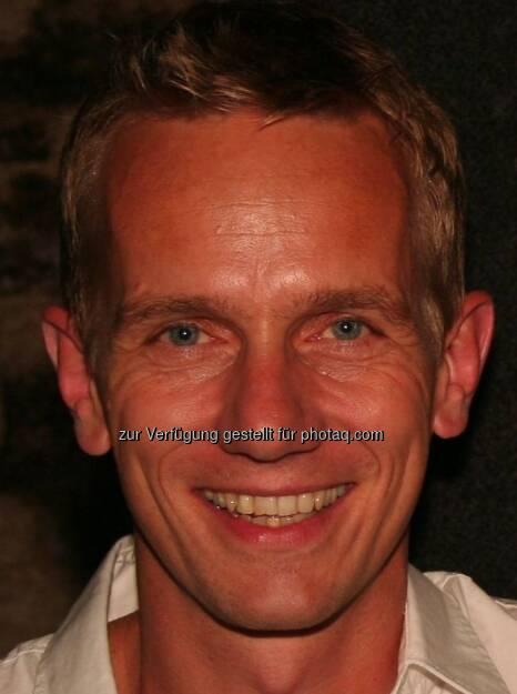Michael Marek, www.augenmedizin.at: ... damit das Wesentliche für´s Auge sichtbar wird! Gratulation zu einer tollen Idee, und viel Erfolg damit! (18.12.2012)