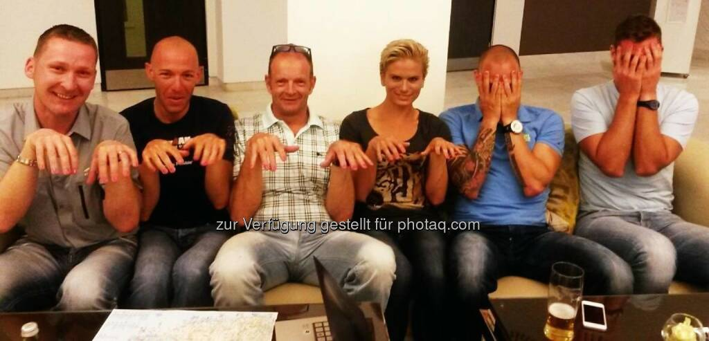 Sechs, Hände, Sitzen, Warten, Spass, © www.tristyle.at (23.04.2014)