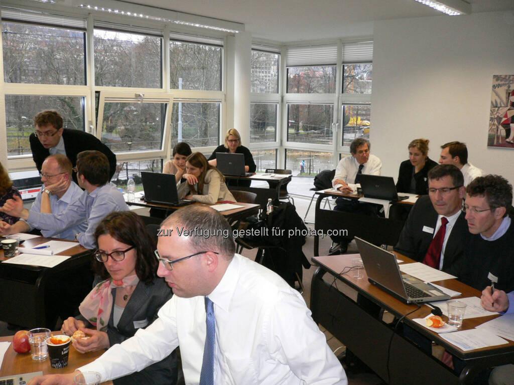 Computerspiel gegen Korruption: Compliance-Spezialistinnen und -Spezialisten der Schweiz testen die Computersimulation auf Herz und Nieren.(OTS.Bild/HTW Chur - Hochschule für Technik und Wirtschaft) (23.04.2014)