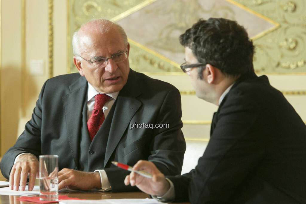 Claus Raidl (OeNB) im Talk mit Bloomberg, © Martina Draper (15.12.2012)