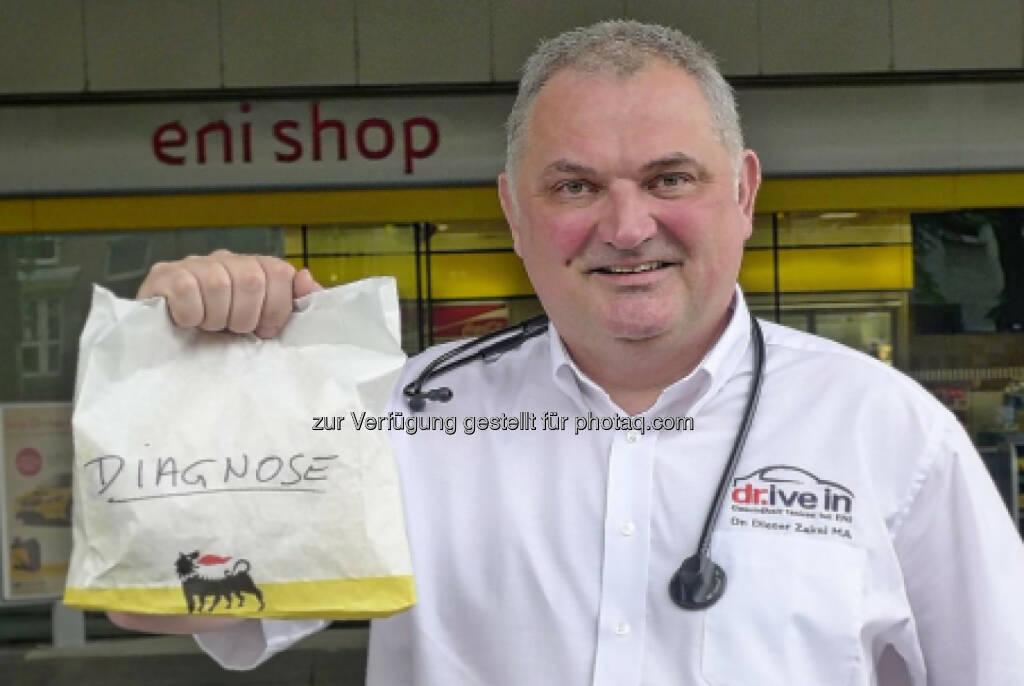 """Diagnose - Dieter Zakel eröffnet Österreichs ersten medizinischen """"dr.ive in  einer Tankstelle. (27.04.2014)"""