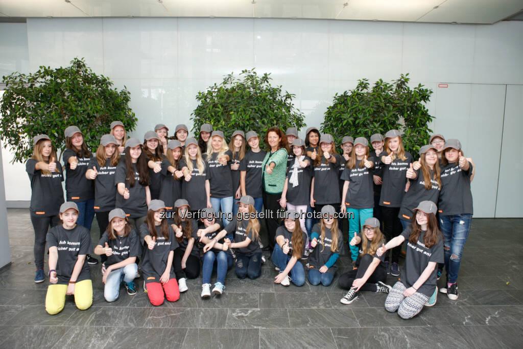 Asfinag: Girl Power in der Asfinag - Schülerinnen erhalten heute Einblick in die Welt von Vignette, Verkehrsüberwachung und Maut (c) Asfinag (24.04.2014)