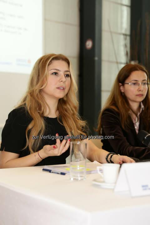 Sevda Sarp (Türkei-Aktienanalystin der Erste Asset Management) und Amalia Ripfl (Fondsmanagerin ESPA)
