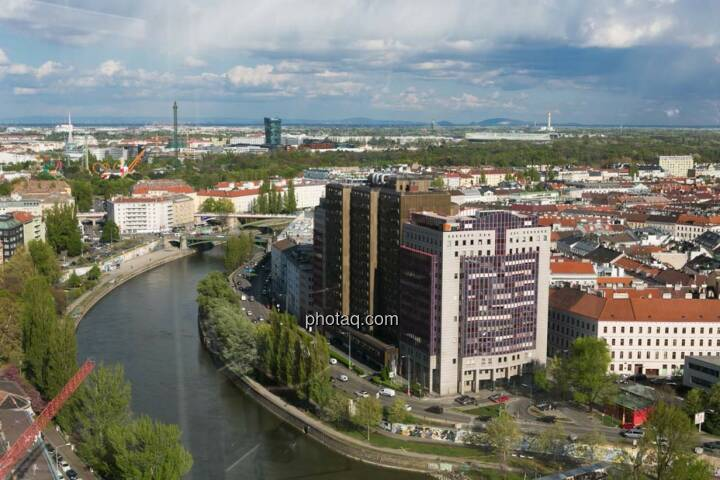 Wien, Donaukanal, Blick vom Uniqa Tower