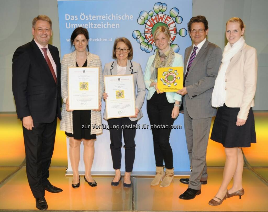 Austria Center Vienna ist erstes Green Conference Center: Andrä Rupprechter (Bundesminister BMLFUW), Susanne Baumann-Söllner (Vorständin IAKW-AG), Ingrid Weigl (Stv. Bereichsleitung Green Meeting & VIC IAKW-AG), Sabine Weiß (Marketing & Kommunikation IAKW-AG), Manfred Wehner (Bereichsleitung Facility Management VIC), Nicole Krebs (Stv. Bereichsleitung Marketing & Kommunikation).  , © Aussendung (28.04.2014)