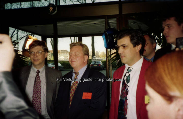 Bill Gates (links) und Kurt Seidl (rechts) bei der European Partner Conference 1996 in Kopenhagen - heuer feiert das Unternehmen Seidl Software 30-jähriges Firmenjubiläum (Bild: Seidl Software)