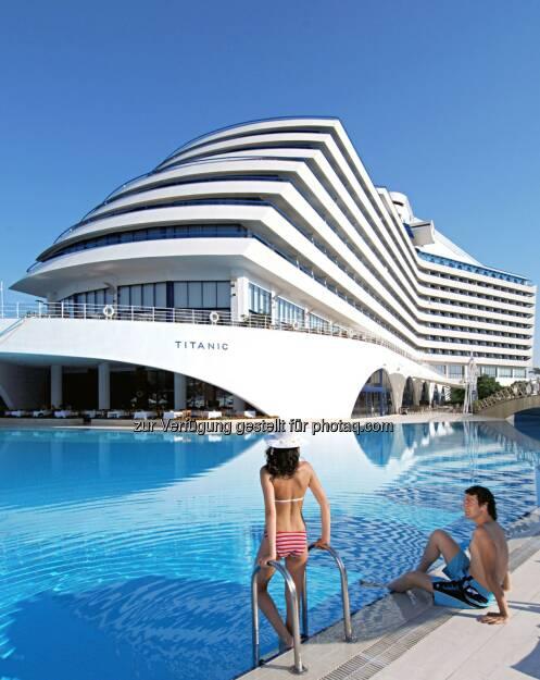 Bauboom an der türkischen Rivera - alleine 2014 eröffnen 16 Hotels mit mehr als 6.500 Zimmern. Das Hotel Titanic Beach Lara, architektonisch dem gesunkenen Luxuskreuzfahrtschiff nachempfunden, wird im Rahmen der con.os Trend Tour besucht  (Bild: con.os tourismus.consulting gmbh) (30.04.2014)