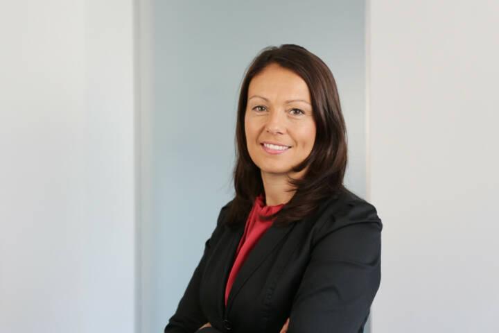 Beatrix Schlaffer, CMO Brokerjet, bringt auf boerse-social.com Gastkommentare