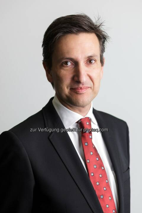 Florian Petrowsky wurde per 1. Mai 2014 in den Vorstand der Warimpex Finanz- und Beteiligungs AG aufgenommen. Er übernimmt die Agenden Organisation und Recht und zeichnet darüber hinaus für den neuen Bereich Transaktionsmanagement verantwortlich. Der nun wieder vierköpfige Warimpex-Vorstand setzt sich somit in Zukunft aus Franz Jurkowitsch (Vorstandsvorsitzender), Georg Folian (stv. Vorstandsvorsitzender), Alexander Jurkowitsch sowie Florian Petrowsky zusammen. (Bild: Warimpex)