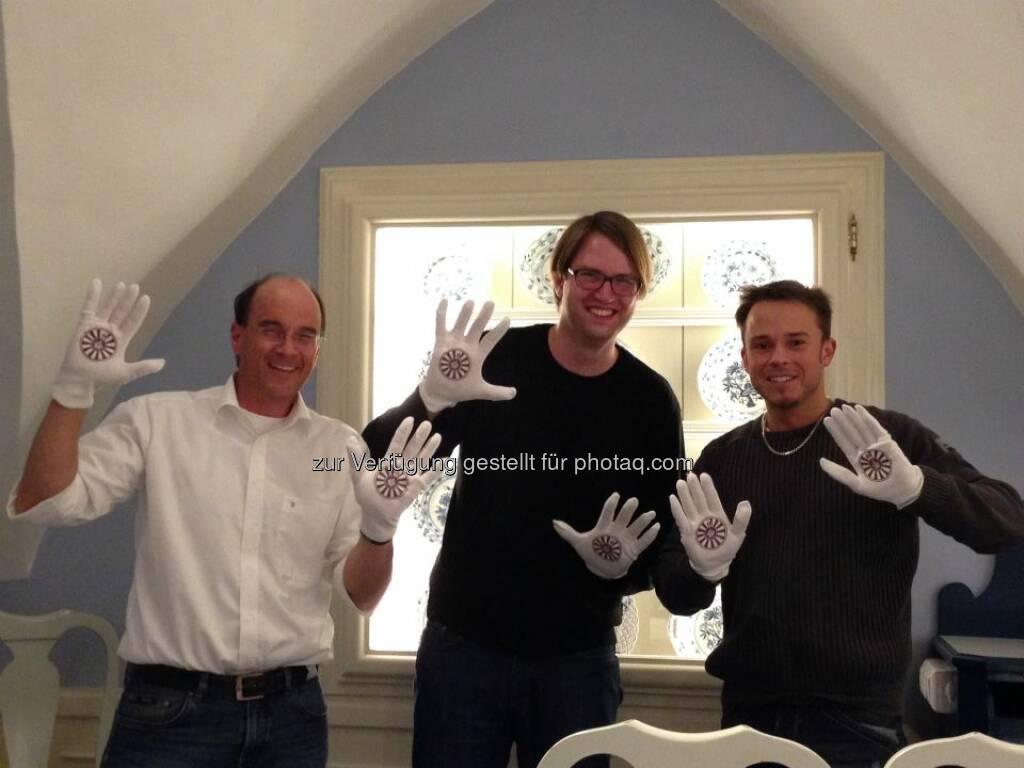 Auch  bei RT11 Villach in der Südregion sieht man die Helping Hands - mit Marc Germeshausen, Robert Meschnig (Bild: Round Table Austria) (03.05.2014)