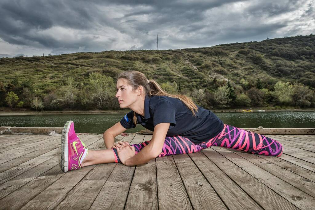 Aufwärmen, Stretchen - Wings for Life World Run, © Wings for Life World Run / Red Bull (04.05.2014)