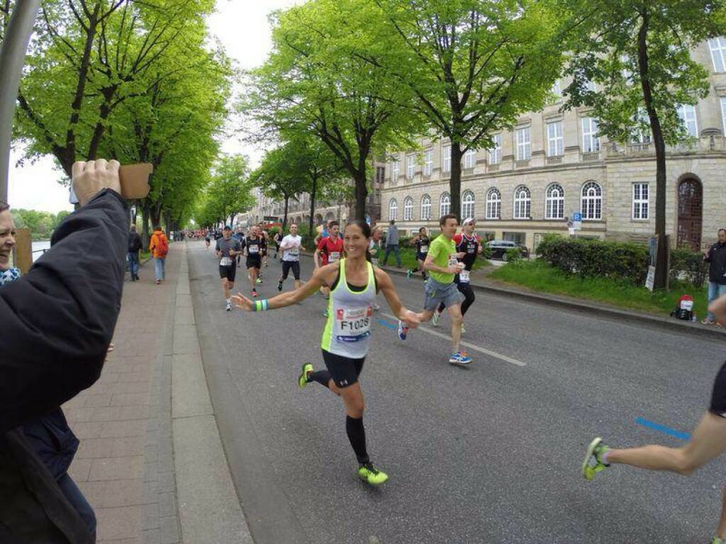 Runplugged Betatesterin Monika Kalbacher beim Hamburg Marathon in knapp mehr als 3h im Ziel https://www.facebook.com/kalbacher.monika (04.05.2014)