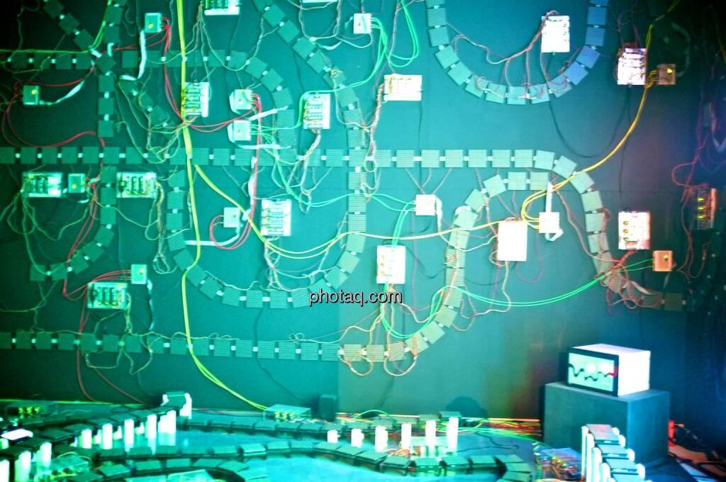 Strom, Stromkreis, grün, Ars Electronica Center (05.05.2014)
