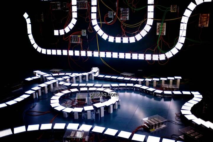 Strom, Stromkreis, weiss, Ars Electronica Center