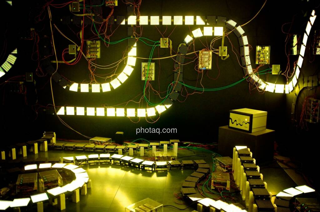 Strom, Stromkreis, gelb, Ars Electronica Center (05.05.2014)