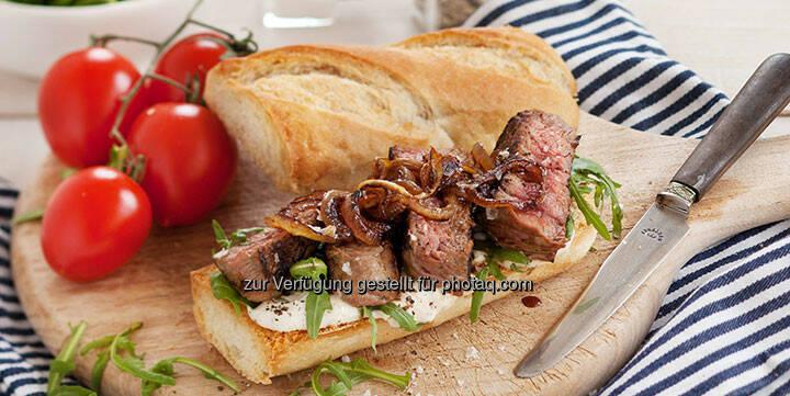 Steak-Sandwich mit Rucola-Salat - http://www.kochabo.at/steak-sandwich-mit-rucola-salat/