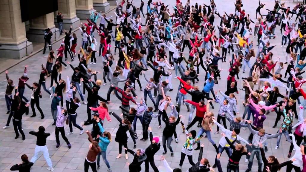 Menschen - Manfred Baumann will im Rahmen eines Foto-Flashmobs ein einzigartiges Fotokunstwerk erschaffen (06.05.2014)