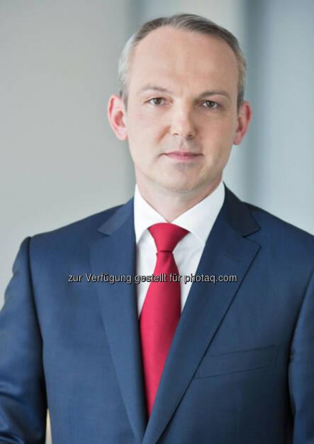 Siegfried Mayrhofer zum neuen CFO der Telekom Austria Group bestellt: Die Telekom Austria Group gibt bekannt, dass in der heutigen Aufsichtsratssitzung Siegfried Mayrhofer per 1. Juni 2014 für die Dauer von einem Jahr zum Finanzvorstand (Chief Financial Officer, CFO) der Telekom Austria Group bestellt wurde. Siegfried Mayrhofer folgt damit Hans Tschuden nach, dessen Vertrag per 31. Mai 2014 ausläuft. (06.05.2014)
