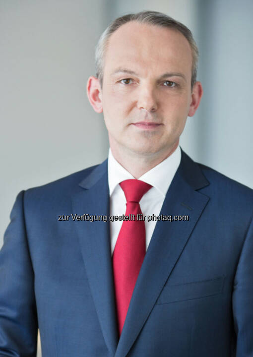 Siegfried Mayrhofer zum neuen CFO der Telekom Austria Group bestellt: Die Telekom Austria Group gibt bekannt, dass in der heutigen Aufsichtsratssitzung Siegfried Mayrhofer per 1. Juni 2014 für die Dauer von einem Jahr zum Finanzvorstand (Chief Financial Officer, CFO) der Telekom Austria Group bestellt wurde. Siegfried Mayrhofer folgt damit Hans Tschuden nach, dessen Vertrag per 31. Mai 2014 ausläuft.