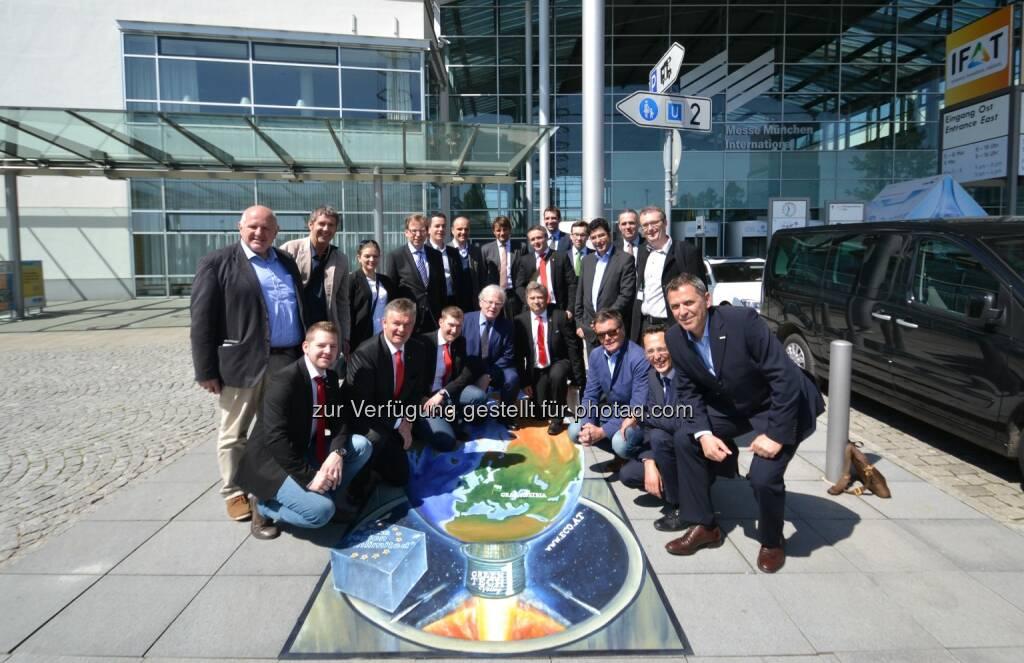 Eco World Styria - Umwelttechnik Cluster GmbH: Steirische Delegation zündet Innovations-Rakete Green Tech Valley 1 auf der IFAT, Christian Buchmann, Steirischer Wirtschaftslandesrat (zweite Reihe, vierter von links)  (07.05.2014)