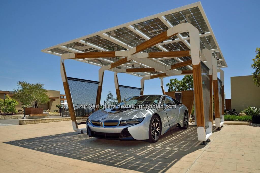 BMW Group DesignworksUSA entwickelt Solar-Carport Concept (07.05.2014)
