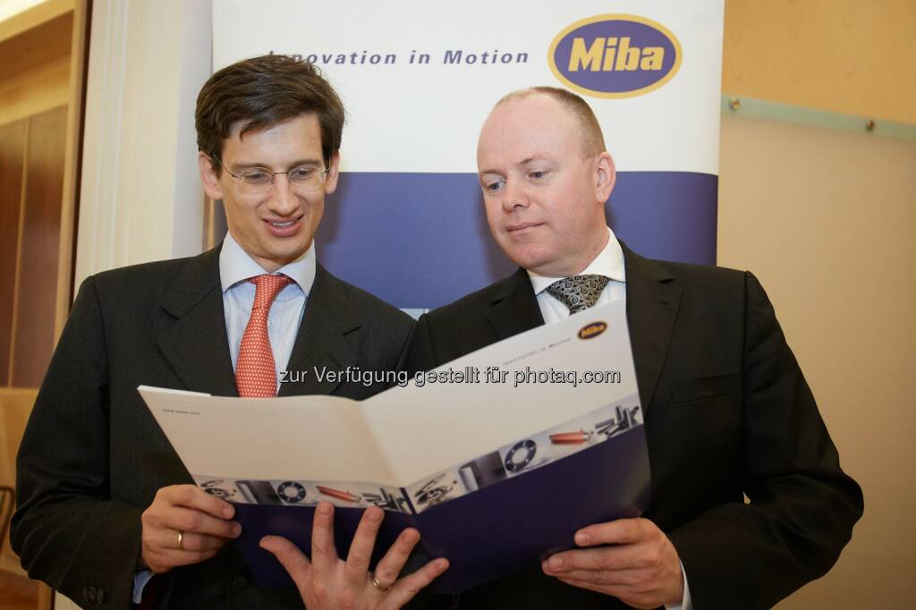 F. Peter Mitterbauer, Vorstandsvorsitzender der Miba AG und Markus Hofer, Finanzvorstand der Miba AG - Der Gruppenumsatz der Miba AG stieg im abgelaufenen Geschäftsjahr (1. 2. 2013 bis 31. 1. 2014) leicht auf 610,2 Millionen Euro, das EBIT auf 70,2 Millionen Euro. Mit knapp 100 Millionen Euro erreichten die Investitionen im vergangenen Jahr einen neuen Höchststand (Bild: Miba AG/APA-Fotoservice/Preiss) (08.05.2014)