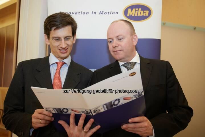 F. Peter Mitterbauer, Vorstandsvorsitzender der Miba AG und Markus Hofer, Finanzvorstand der Miba AG - Der Gruppenumsatz der Miba AG stieg im abgelaufenen Geschäftsjahr (1. 2. 2013 bis 31. 1. 2014) leicht auf 610,2 Millionen Euro, das EBIT auf 70,2 Millionen Euro. Mit knapp 100 Millionen Euro erreichten die Investitionen im vergangenen Jahr einen neuen Höchststand (Bild: Miba AG/APA-Fotoservice/Preiss)