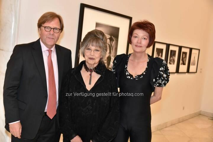 Bank Austria Vorstandvorsitzender Willibald Cernko, Christiane Kubrick, Bank Austria Kunstforum Wien-Direktorin Ingried Brugger