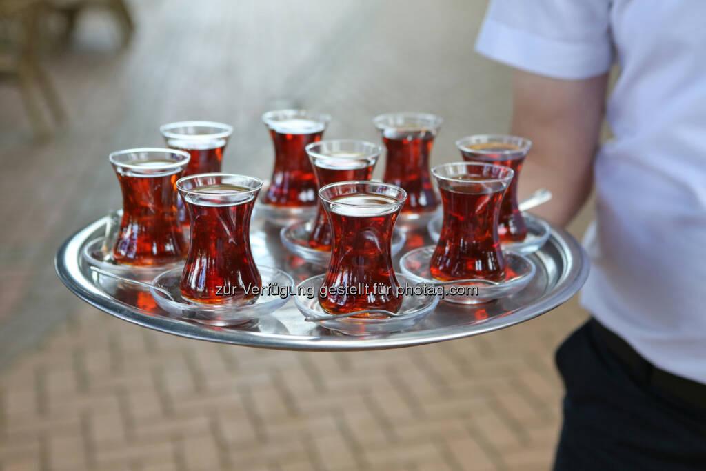 Größter türkischer Teeproduzent Caykur setzt auf biologischen Anbau und exportiert verstärkt nach Europa (obs/Caykur/Melanie Dreysse) (12.05.2014)