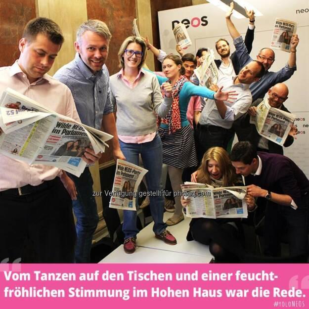 Neos tanzen auf den Tischen, nicht nur im Parlament, mit u.a. Niko Alm, Susi Leiter, Matthias Strolz (13.05.2014)