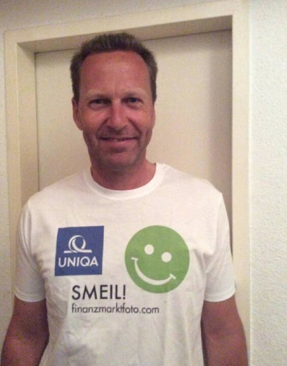 Corporate Publishing Smeil: Oliver Olbrich, Shirt in der Uniqa -Kollektion