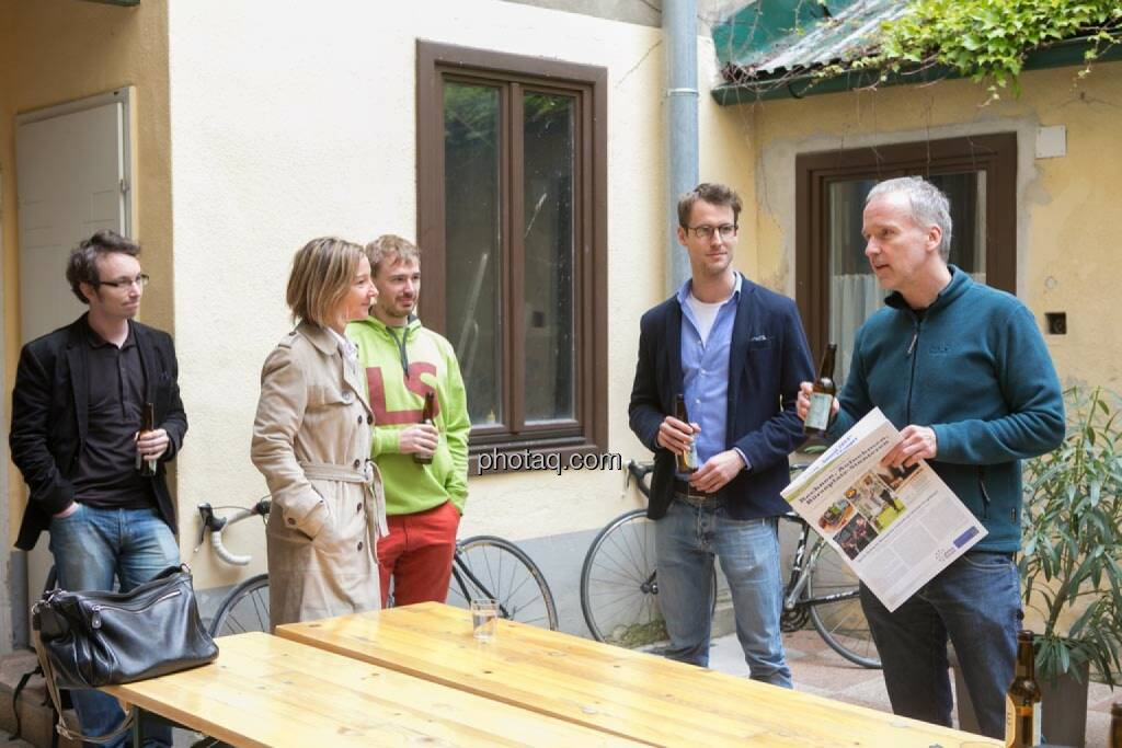 Daniel K. (Praktikantenaspirant), Doris Gstatter (IR & mehr), Thomas Hapala (wikifolio), Constantin Simon (Nixe), Christian Drastil, © finanzmarktfoto.at/Martina Draper (15.05.2014)