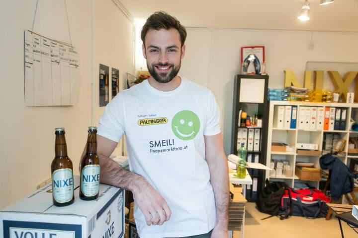 Artur Zolkiewicz (Nixe) - Bier-Muskel-Smeil, Smeil Shirt in der Palfinger edition