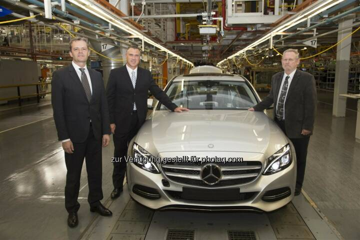 Produktionsstart der neuen Mercedes-Benz C-Klasse im Werk East London, Südafrika: Markus Schäfer, Bereichsvorstand Mercedes-Benz Cars Produktion und Supply Chain Management, Arno van der Merwe, CEO Mercedes-Benz South Africa und Leiter Mercedes-Benz Werk East London, Rob Davies, Handels- und Industrieminister der Republik Südafrika.