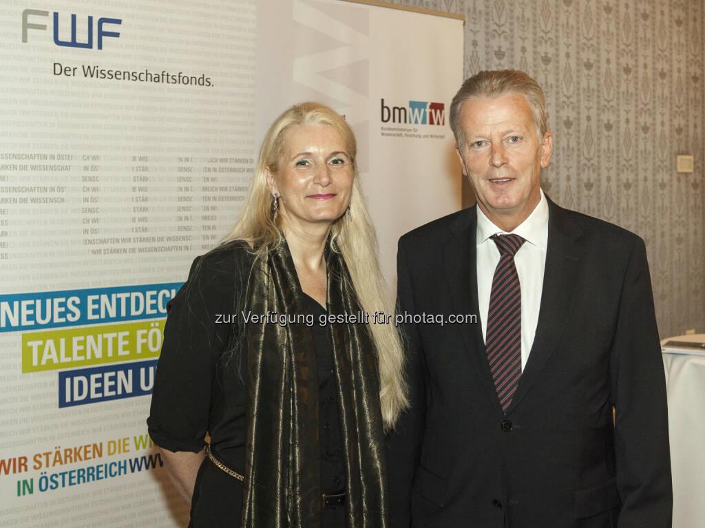 Reinhold Mitterlehner (Wissenschafts- und Forschungsminister) und Pascale Ehrenfreund (FWF-Präsidentin) bei der Pressekonferenz im Blauen Salon: Mehr Geld für Spitzenforschung in Österreich (Bild: BMWFW) (16.05.2014)