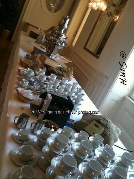 ECO-HV. Dienstag 6.5.2014. Haus der Industrie. Brok-Catering. Wunderschöne Deko. An Kaffee hat es aber nur eine einzige Sorte Nespresso gegeben, und nicht den, der hier zur Dekoration aufliegt (19.05.2014)