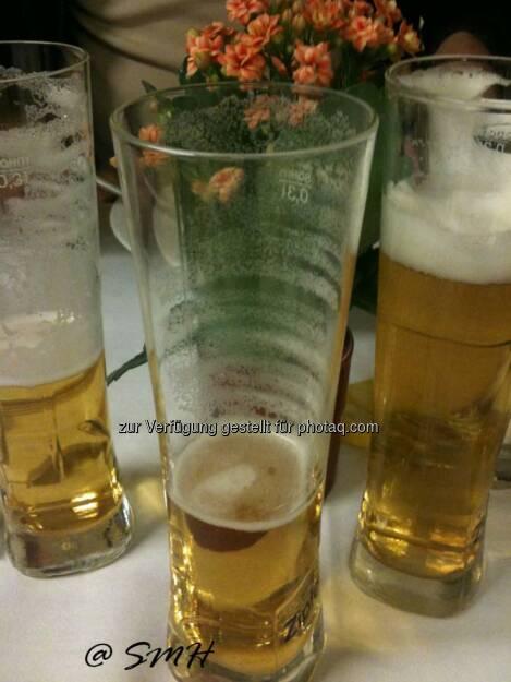 Wienerberger-HV. Alkoholfreies Bier, Schloßgold, paßt durchaus recht gut zu gutem Essen. Cola, Orangen-, Apfelsaft, Mineral, Kaffee hat es auch gegeben (19.05.2014)