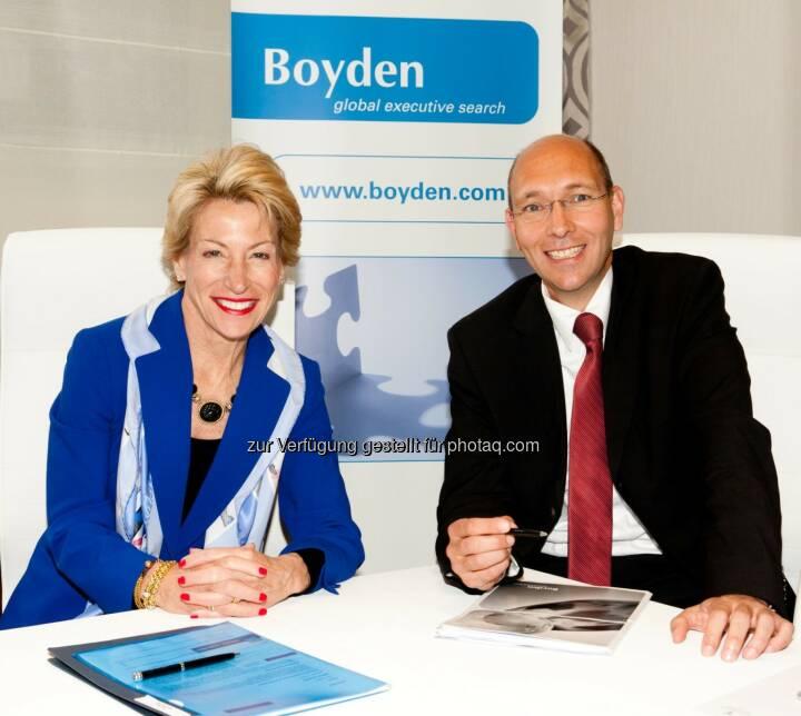 Trina Gordon (Global CEO von Boyden) und Andreas Landgrebe (Managing Partner von Boyden Austria & CEE)  bei der weltweiten Boyden Konferenz in Wien - Trotz Ukraine Krise: Chancen für österreichische Unternehmen und Manager in CEE (Bild: Boyden/Jakob Lust)